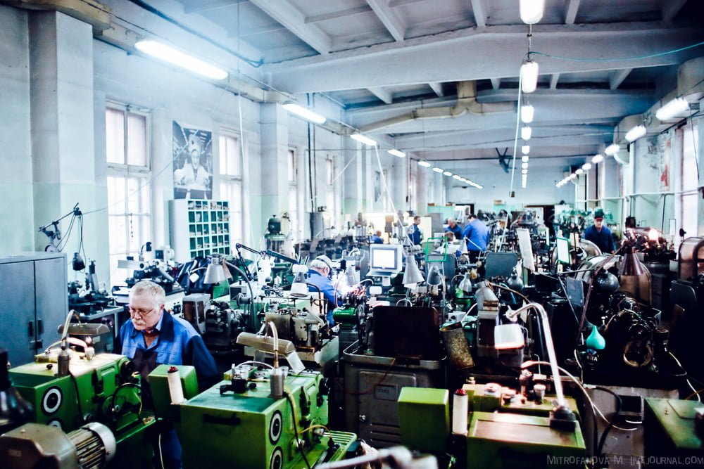 Workshop at the Raketa factory