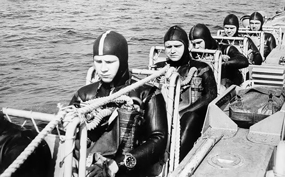 Russian combat divers using Zlatoust 191-ChS